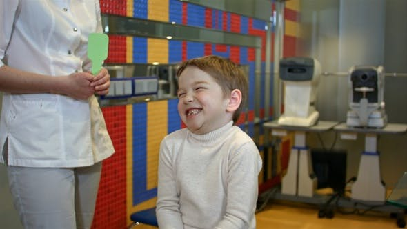 Thumbnail for Glückliches Kind Überprüfung Sehkraft