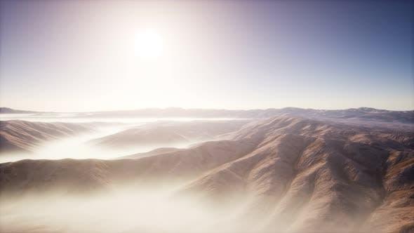Thumbnail for Berglandschaft mit tiefen Nebel am Morgen