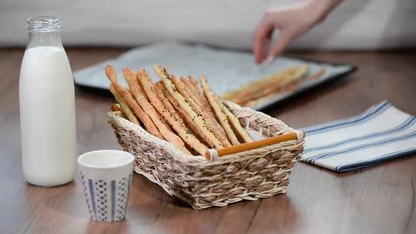 Thumbnail for Hausgemachte Vollkorngrissini. Traditioneller italienischer Snack