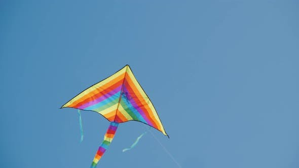 Cover Image for Strong Winds Pull the Rope of the Kite