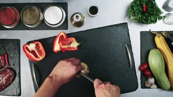 Cover Image for Chef Cutting Champignon