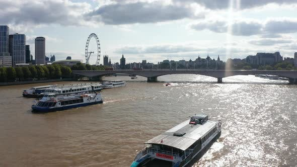 Forwards Tracking of Ship Floating on Glittering Water Surface of River Thames