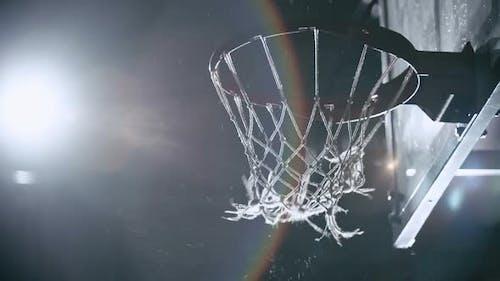 Cooler Basketball-Schuss