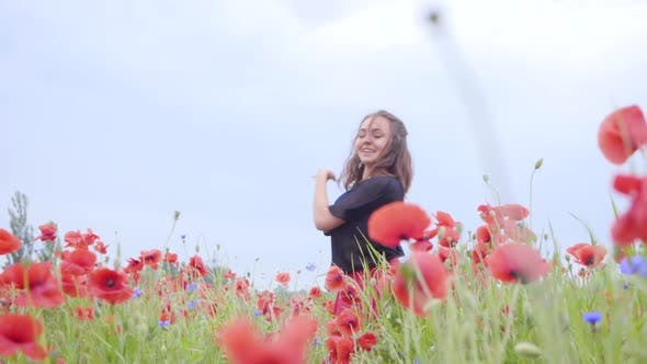 Cover Image for Pretty Girl Dancing in a Poppy Field Smiling Happily
