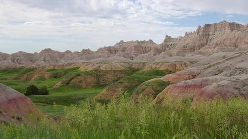 Panning view of the Badlands in South Dakota as the grass blows