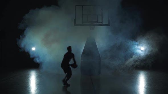 Thumbnail for Basketball Jump - Dunkle Silhouette eines Mannes. Schwarzer Hintergrund in Rauchwolke.