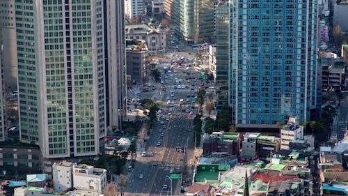 Aerial Central Road mit Seoul, Korea Wolkenkratzer