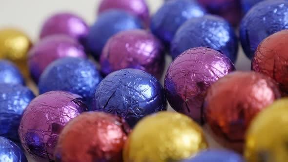 Thumbnail for Schwenken über Weihnachten Schokolade Leckereien verpackt in Cellophan 3840X2160 UltraHD-Filmmaterial - Nahaufnahme
