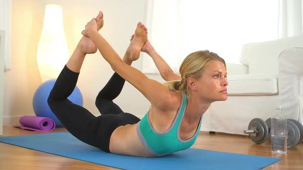 Thumbnail for Healthy woman doing core exercises