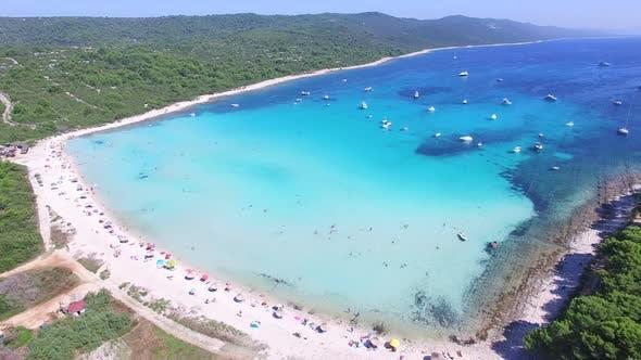 Thumbnail for Luftaufnahme eines weißen Sandufers auf der Insel Dugi otok, Kroatien