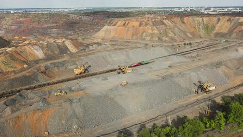 Quarry Aggregate With Heavy Duty Machinery