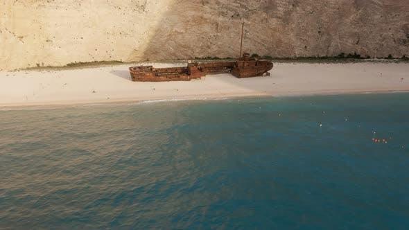 Thumbnail for Schiff in der Bucht Navagio 4K
