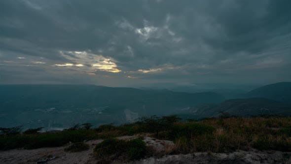 Cover Image for Sunrise over the mountains of the Ecuadorian capital