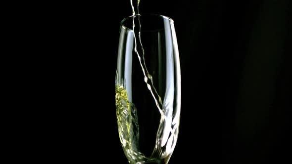 Champagne flute filling
