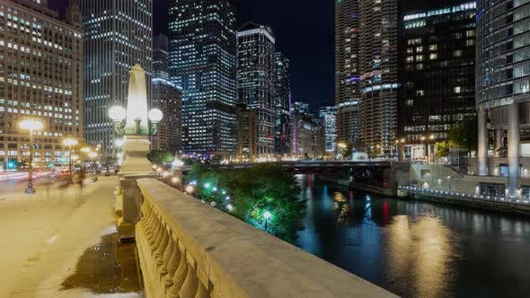 Beautiful time lapse of the many buildings along the Chicago River