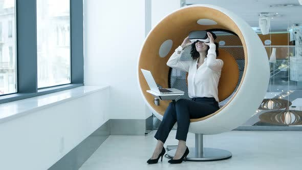 Cover Image for Businesswoman Enjoying Virtual Reality