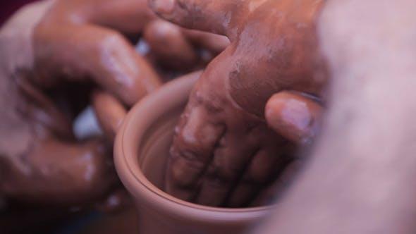 Thumbnail for Potter lehrt seine Handwerk zu die Kind 4