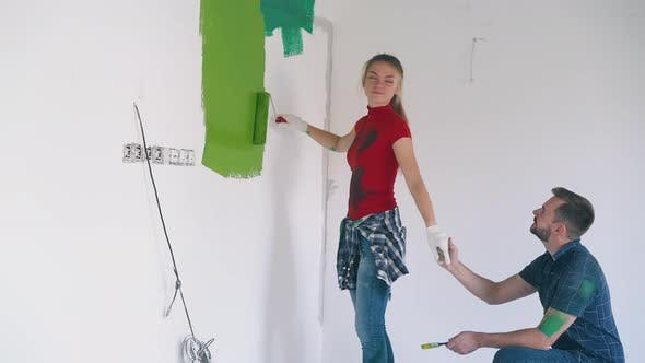 Boyfriend Invites Girl Painting Wall To Dance at Renewal