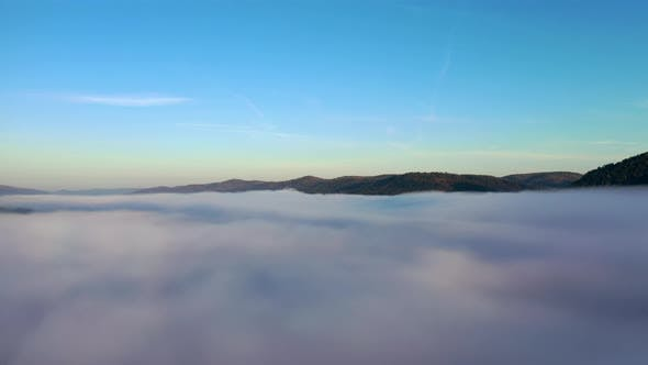 Cover Image for Timelapse of Fog in a Mountain Valley.