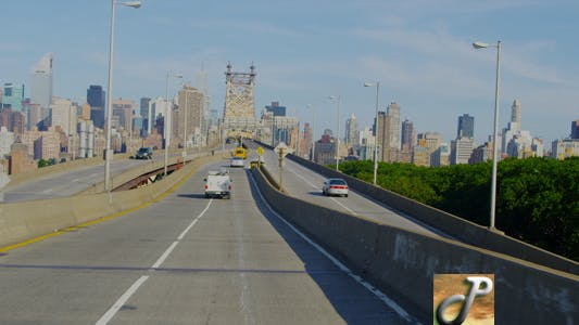 Cover Image for New York City Skyline from Bridge
