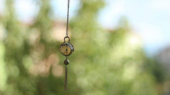 Thumbnail for Swinging Hypnotic Clock Pendulum