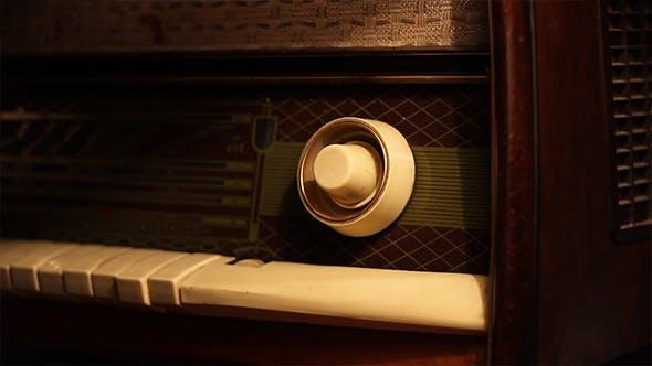 Thumbnail for Tuning Old Radio