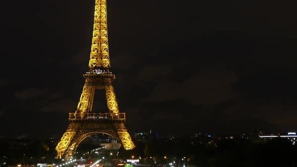 Timelapse of the Eiffel Tower nightlife