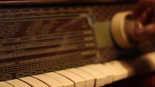 Thumbnail for Tuning A Retro Radio