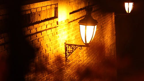 Focus Change on Romantic Street Light