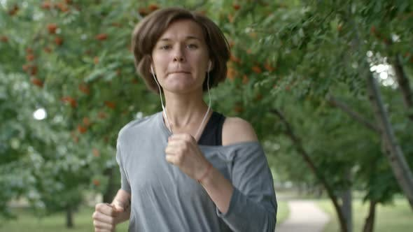 Cover Image for Young Woman Listening to Music During Run