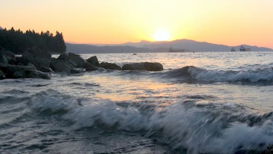 Thumbnail for Picturesque Sunset - Dramatic Waves II