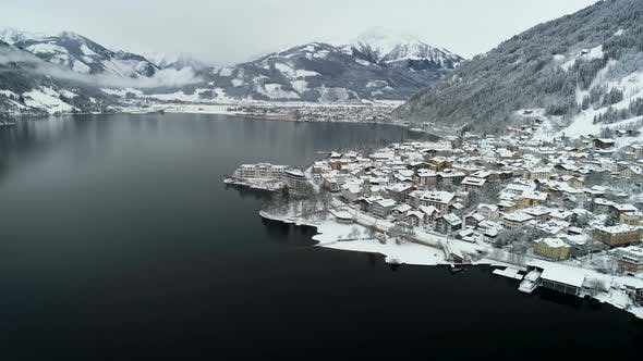 Cover Image for Aerial View Of Zell Am See In Winter