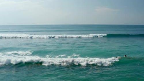 Fast Ocean Waves Breaking on the Sea