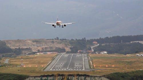 Aircraft Landing 01