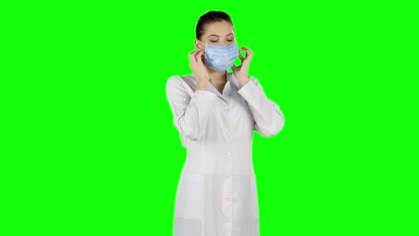 Thumbnail for Nurse in Surgery Puts Off the Mask and Smile. Green Screen