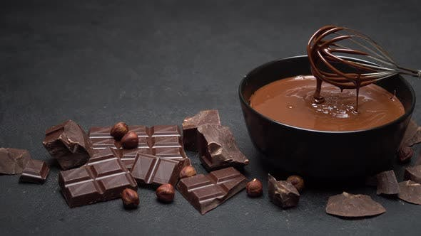 Cover Image for Ceramic Bowl of Chocolate Cream or Melted Chocolate and Pieces of Chocolate