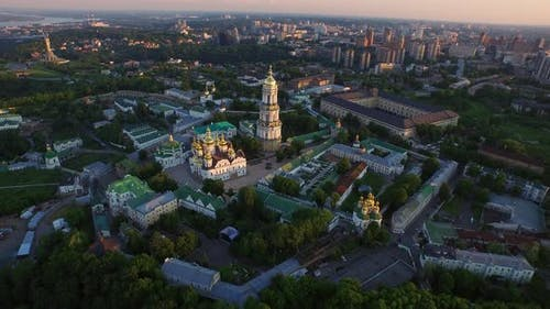 Luftbild Kiew Pechersky Kloster. Mutter Mutterland Kiew Stadt, Ukraine