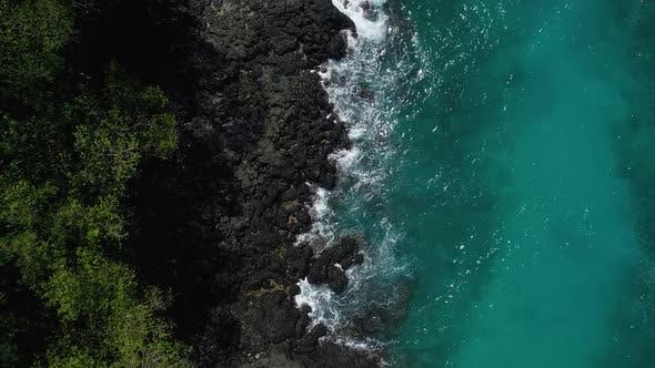 Cover Image for Ocean Waves Breaking On Reef