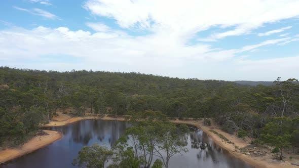 Thumbnail for Luftaufnahmen von einer Dürre betroffen landwirtschaftliche Wasserreservoir im regionalen Australien