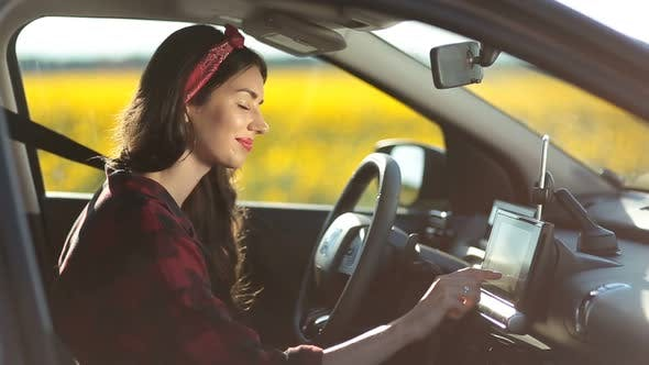 Cover Image for Female Driver Using Gps Navigation on Trip Pc