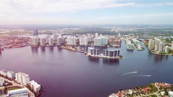 Thumbnail for Kai mit vielen Hotels am Ufer