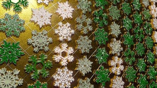 Rotating Silver Snowflakes Green 23