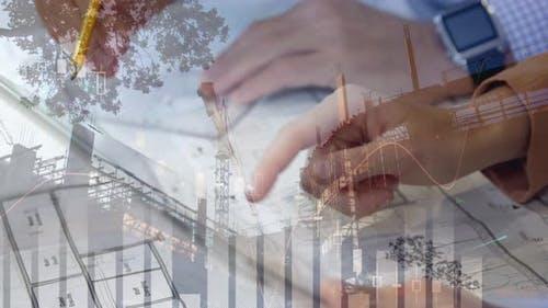 Verschiedene Grafiken, Hände zeichnen und halten eine Tablette, und ein Gebäude im Bau