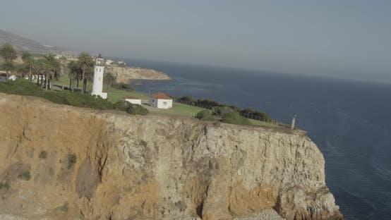 Hubschrauber-Luftaufnahme in der Nähe der Insel verbindet Golden Gate Brücke, nebligen Tag