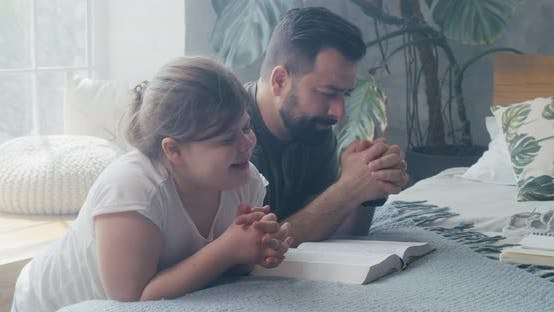 Cover Image for Father and Daughter Praying Together