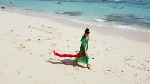 FULLHD Girl Dancing on the Beach