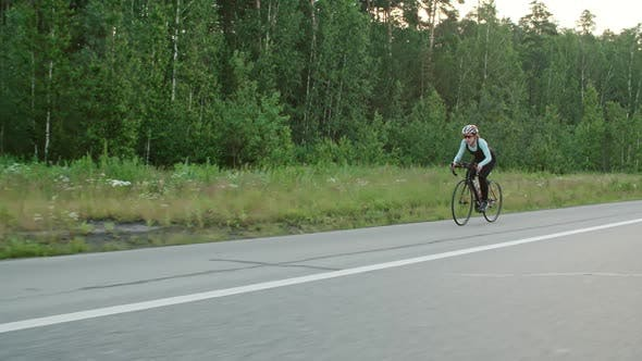 Cover Image for Woman Training for Bicycle Race