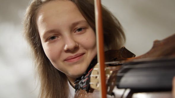 Thumbnail for Teenager Violinist