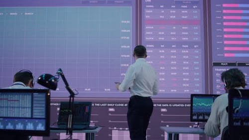 Wütender Anführer inspiriert Aktienhändler im Amt