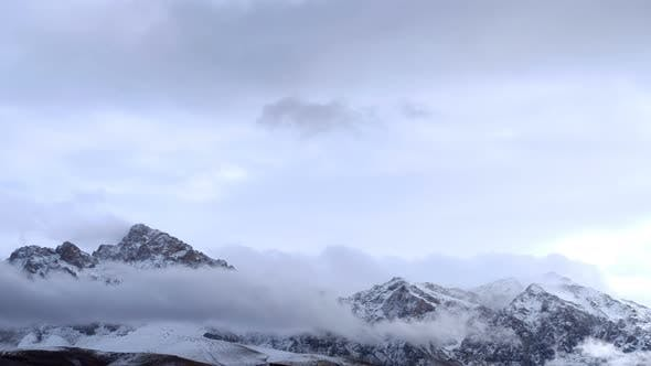 Cover Image for Snowy Mountains